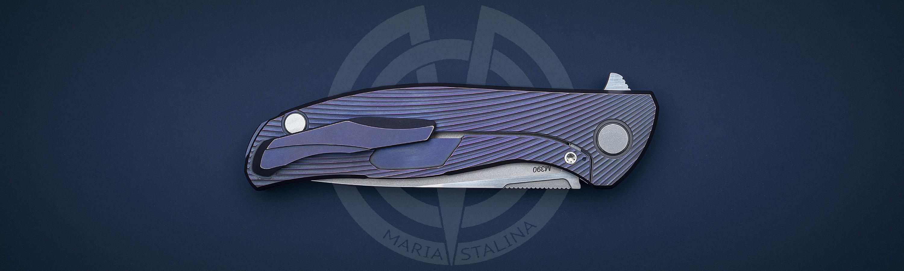 Titanium inlay with wave texture of Hati Club knife
